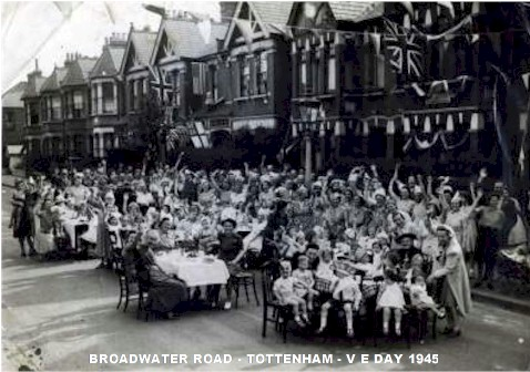 broadwater_road_veday_1945.jpg (60318 bytes)