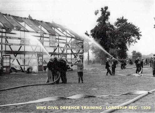 civil_defence_training_lordship_rec_ww2.jpg (66244 bytes)