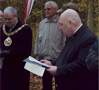 commemoration_father_ken_evans.jpg (42710 bytes)