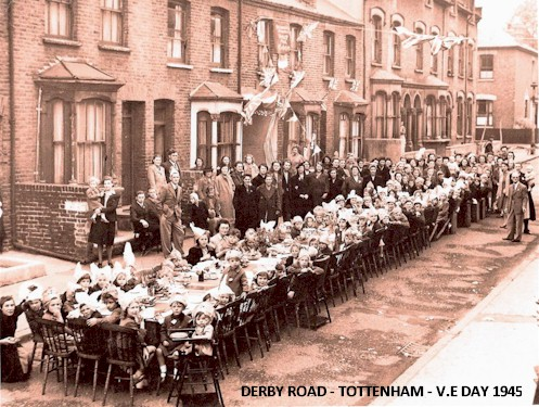 derby_road_tottenham_v.e_party_1945.jpg (91997 bytes)