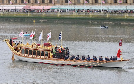 diamond_Jubilee_Pageant_royal_barge_gloriana.jpg (58046 bytes)