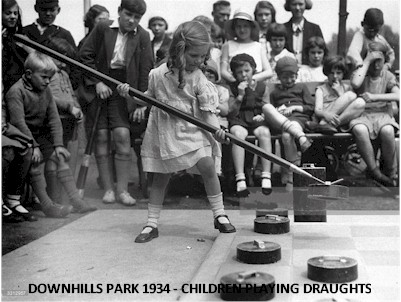 downhills_park_1934_draughts.jpg (47428 bytes)