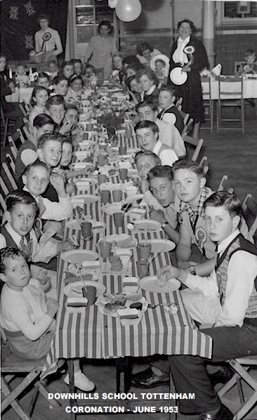 downhills_school_coronation_party_1953.jpg (86944 bytes)