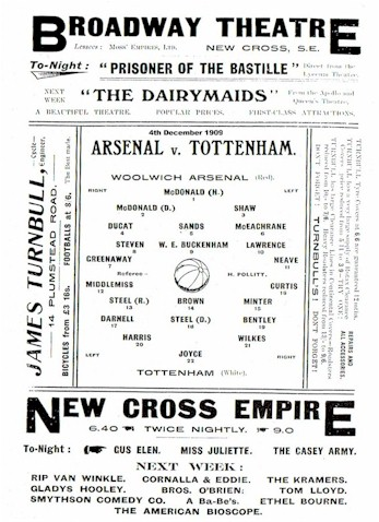 first_league_match_Arsenalvspurs_dec1909.jpg (63685 bytes)
