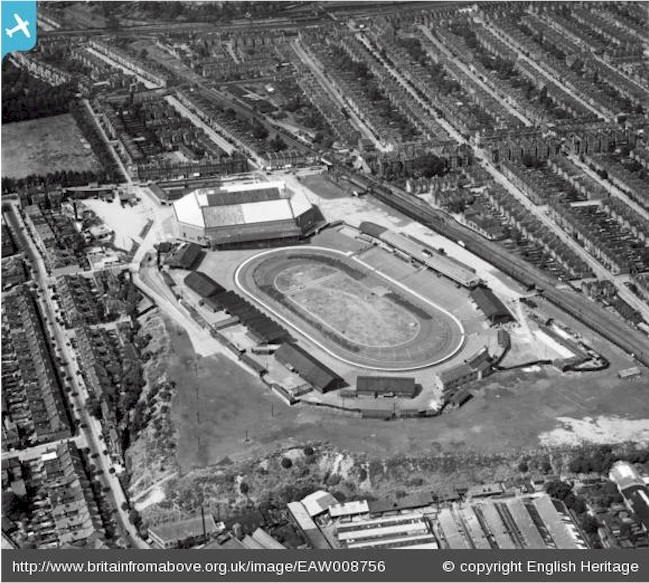 harringay_arena_and_stadium_1947.jpg (148256 bytes)