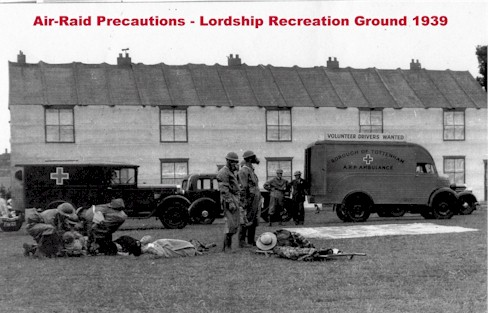 lordship_rec_1939_air_raid_precautions2.jpg (51861 bytes)