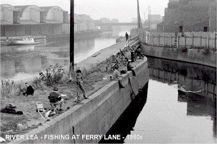 river_lea_fishing_1950s.jpg (47036 bytes)