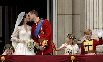 royal_wedding_balcony.jpg (26697 bytes)