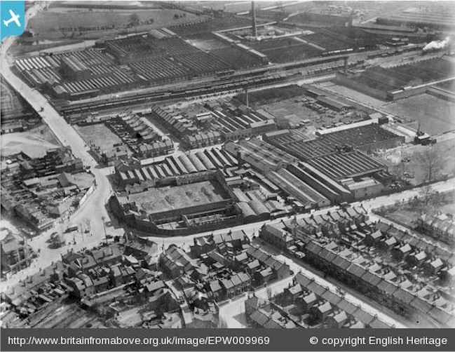 tottenham_hale_broad_lane_factories_1924.jpg (131949 bytes)