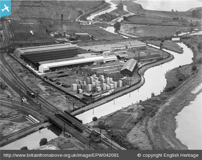 tottenham_hale_timber_yards_1933.jpg (114119 bytes)