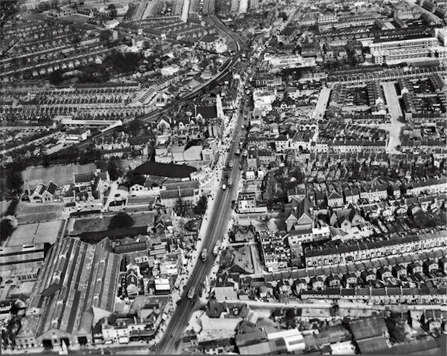 tottenham_high_road_1938_bfa_composite_photo.jpg (173769 bytes)