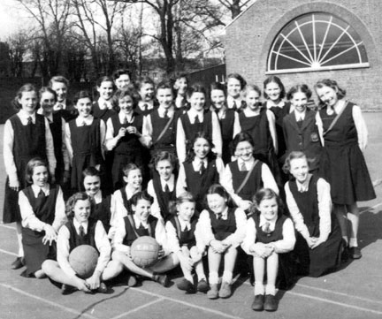 tottenham_high_school_girls_c1951.jpg (47458 bytes)
