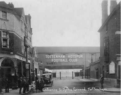 white_hart_spurs_ground_1920s.jpg (31971 bytes)