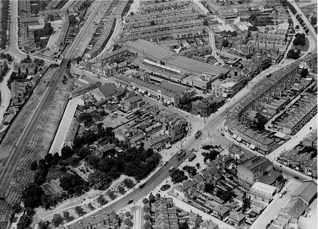 wood_green_high_road_early_1930s.jpg (158197 bytes)